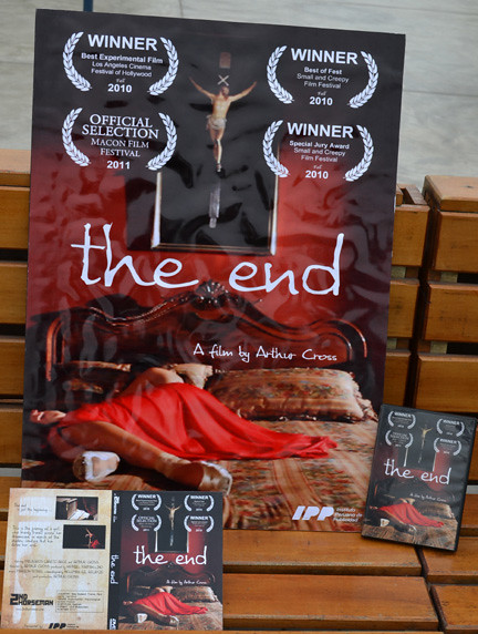 the end tapa y afiche