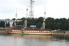 Ein Segelschiff auf dem Fluss Volkhov in Nowgorod (vandevoern) Tags: wasser stadt fluss schiff hanse geschichte russland nowgorod vandevoern segelschif