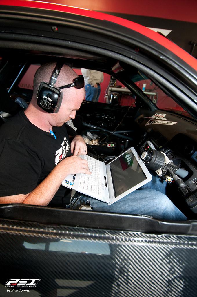 Jason Oefelein tuning Kyle Pollard's S13.jpg