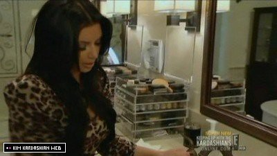 kim-kardashian-makeup-organizer-where-from-olsen-twins-news-com-400x225