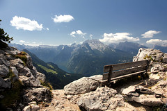 A bench with a view (Paul Beentjes) Tags: alps germany bench bayern deutschland bavaria berchtesgaden view bank eaglesnest kehlsteinhaus uitzicht alpen duitsland koenigssee knigssee watzmann beieren berchtesgadenerland hohergll schnauamknigsee