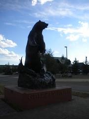 Grizzly Statue (bunkosquad) Tags: bear art montana yellowstone rockymountains grizzly bison grizzlybear bearstatue westyellowstone paintedbison