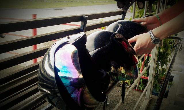 6 Gokarting helmet Batam Harris