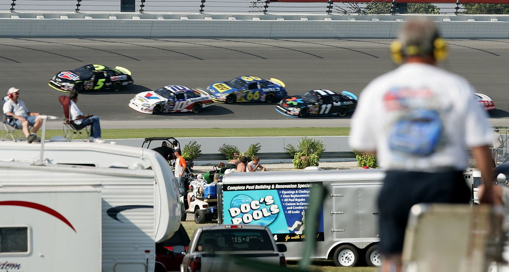 Cars during USG Sheetrock 400 at Chicagoland Speedway