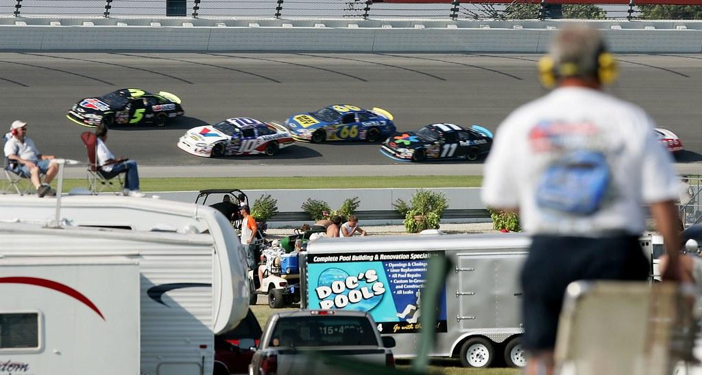 Cars during USG Sheetrock 400 at Chicagoland Speedway