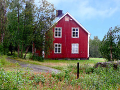 Abandoned Wooden House in Kvikkjokk, Northern Sweden (Olof S) Tags: county old roof red wallpaper house building tree verde green abandoned nature grass architecture farmhouse rural forest canon tile landscape photography landscapes countryside photo wooden nice interesting arquitectura scenery europe day view sweden decay schweden country natur picture natura swedish powershot souvenir rainy land environment nordic sverige northland scandinavia northern paysage landschaft wald foret paesaggio suede decadence suecia vieux tegel landskap falurdfrg manzara shabby grd svezia szwecja fattoria falu norrbotten encarnado decadenca rdfrg sx10 decadensa