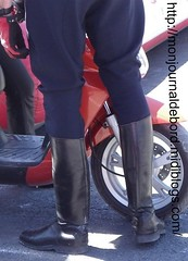 Motard CRS 09 (tripuniforme) Tags: cop bottes motard crs cuir motorcop leatherboots tallboots frenchpolice tallleatherboots menboots bottesdecuir wornboots bikermen botteshautes bottesdemotard motardcrs bottesdemecs