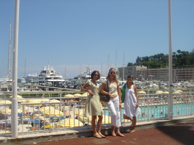 Us_girls_in_Monaco