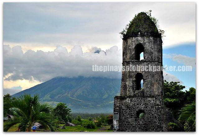 Cagsawa ruins in Albay photo