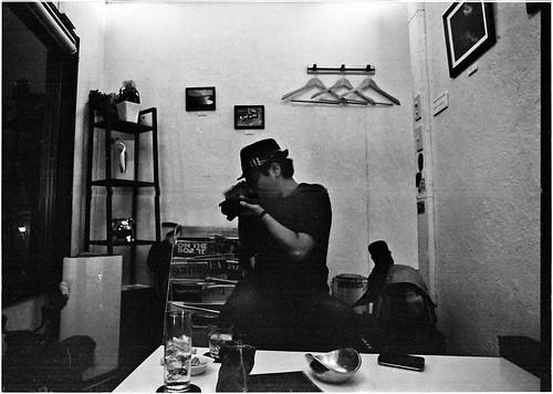 構える写真家
