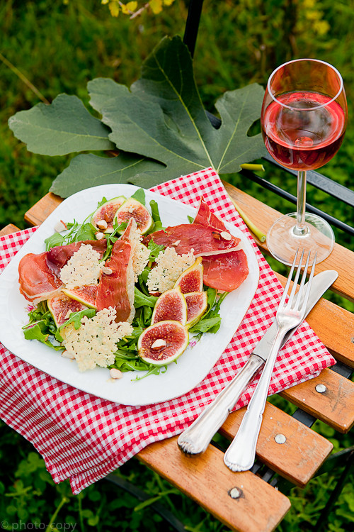 fig salad with crispy prosciutto, parmesan chips and almonds