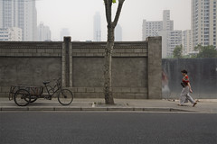 Shanghai (arnd Dewald) Tags: china shanghai streetphoto   shanghaiist   jingandistrict arndalarm  haifanglu linienmenschen mg7799re100c50v5h101klein