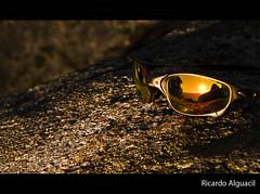 Atardecer Oakley en las islas Cies. (Ricardo Alguacil) Tags: sunset sol sunglasses rock atardecer ricardo gafas juliet roca oakley polished islascies alguacil ricardoalguacil