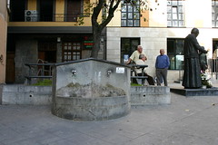frontal de la fuente