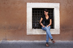 francesca (llus) Tags: italy woman rome roma girl smile wall lady italia streetphotography francesca beautifulwoman ragazza humaninterest piazzavenezia bambina streetportraits italianwoman urbanportraits retratosurbanos retratocallejero fotografacallejera retratoscallejeros womanonwindow