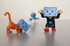 Danbo schtroumpf (discret_incognito78) Tags: blue orange toy toys cosplay bleu figurines cosplayer smurf figurine smurfs jouet azrael masque pitufo gargamel dguisement jouets schlmpfe danbo schtroumpf peyo puffo schtroumpfs azral canonefs1755mmf28isusm schtroumpfer