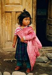 fillette pruvienne (ichauvel) Tags: door peru southamerica girl village porte fille prou amriquedusud