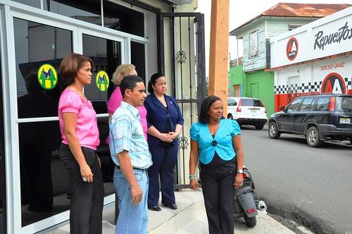 La dirigencia en la puerta de la Cooperativa Hermanas Miarabal