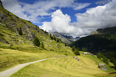 Zmutt, Zermatt (pierre hanquin) Tags: light sky mountains alps color green nature berg clouds montagne alpes landscape geotagged schweiz switzerland nikon europa europe colours suisse pierre vert ciel zermatt grn blau helvetia svizzera paysage landschaft wallis ch valais montagnes myswitzerland d7000 fleursetpaysages lelitedespaysages hanquin