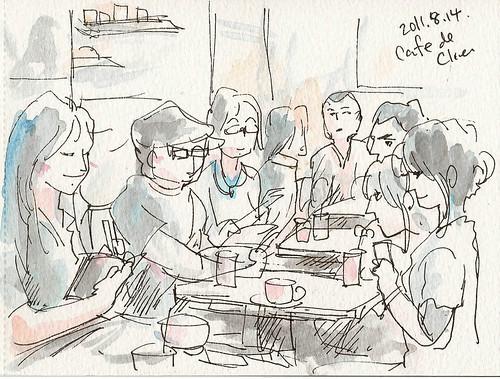 カフェでスケッチする人々
