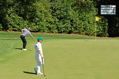 Stuart Appleby stretches back on 4th green. (oscarpetefan) Tags: club golf national augusta masters appleby oscarpetefan