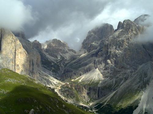 Impossante Bergkulisse hinauf zum Grassleitenpass