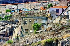 Porto, un btiment en ruine au bord du Douro 4 (paspog) Tags: portugal ruins ruine porto douro btiment ruines riodouro wreckedbuilding btimentenruine