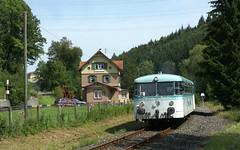 Ulmer Spatz am Bahnhof Marbach (fuzzfilipp) Tags: diesel db schwbischealb marbach uef schienenbus museumsbahn vt98 albbahn