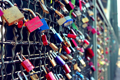 Signs of Lovers (Arnekkersphoto) Tags: city bridge blue red love colors canon germany deutschland eos nice interesting friend kiss colours bokeh lock many dom colorfull famous cologne kln lovers stadt locks names custom schloss marry liebe beatiful bunt twosome citie hohenzollernbrcke rebell challengegamewinner schlser canon550d