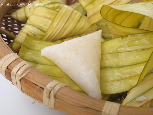 Drive On Holidays >> Nasi Lemak Lover: Homemade ketupat daun palas