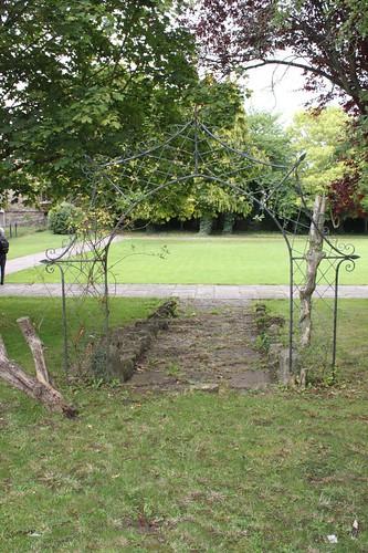 20110805_IMG_1469_Malmesbury-Abbey-gateway