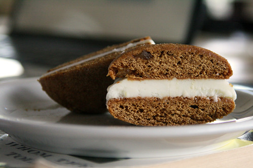 Chewy Gingersnap and Lemon Frozen Yogurt Sandwiches