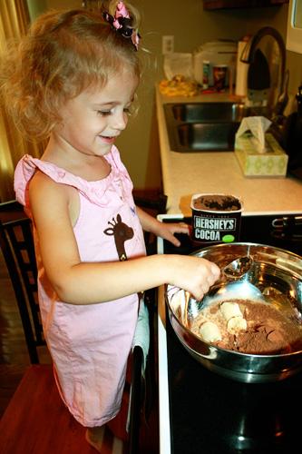 Auttie-adding-cocoa