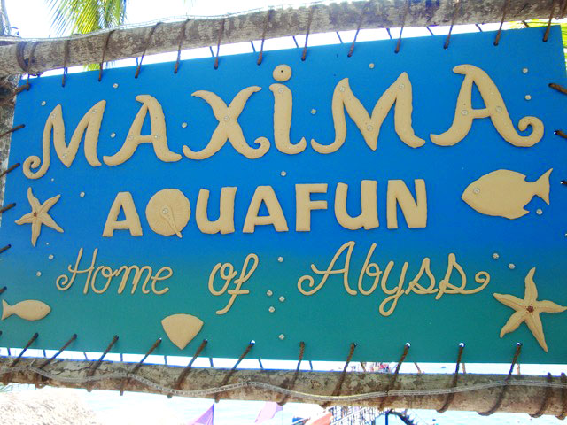 Maxima Aqua Fun Home of the Abyss
