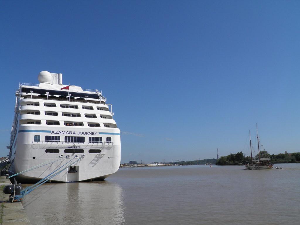 Azamara Journey docked at Bordeaux - P9020179