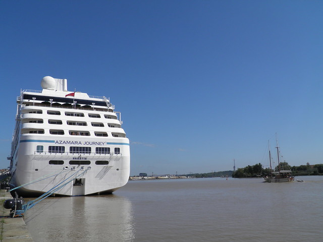 Azamara Journey docked at Bordeaux - P9020179