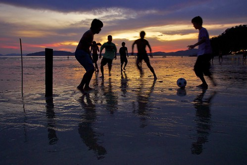 [Free Image] Exercise / Sport, Ball Game, Sunset, Beach, Children, Association Football, Silhouette, 201109131700