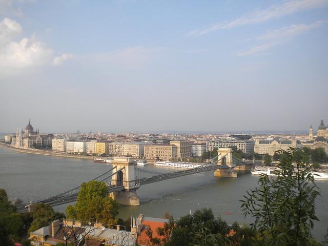 El río Danubio visto desde el castillo de Buda
