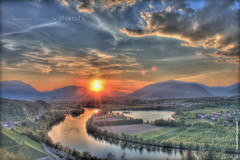 sunset over villach_hdr_neu (peter pirker) Tags: sunset cloud sun canon landscape austria sterreich wolke wolken krnten carinthia landschaft sonne dri hdr dynamik wow1 wow2 villach drau flus flickraward peterfoto flickraward5 eos550d peterpirker