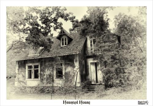 Haunted House by Paulo Veiga Photo