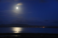 Moonlight over Lochindaal (Ballygrant Boy) Tags: sea sky moon scotland nikon argyll islay moonlight bowmore hebrides 24120vr lochindaal d700