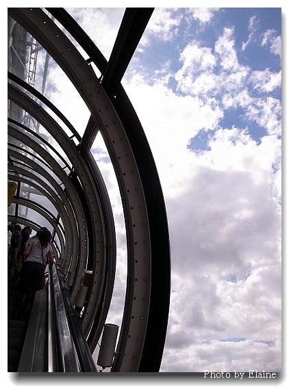 龐畢度透明電梯