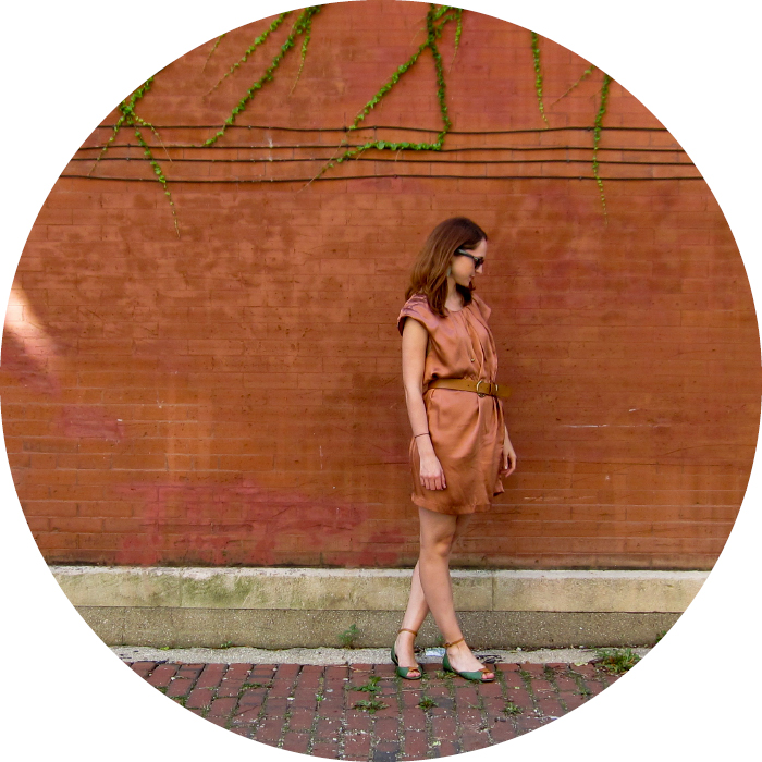 dashdotdotty, style blog, outfit ideas, orange silk dress, shift dress, orange and green, sandals