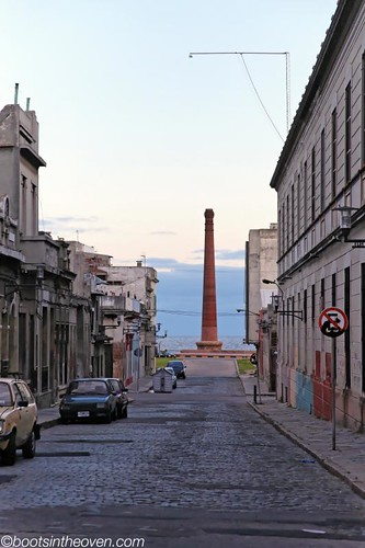 Obelisk on the Water in Ciudad Vieja