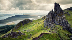 Old Man of Storr (Youronas) Tags: greatbritain mountain skye berg rock landscape island coast scotland hiking hike insel shore fels landschaft hebrides kste schottland oldmanofstorr inseln hebriden
