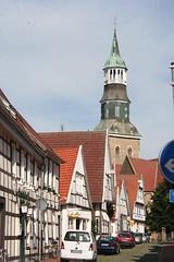 Noch einmal das schöne Bild mit dem Kirchturm und den  Fachwerkhäusern (vandevoern) Tags: deutschland kirche stadt kaiser fachwerk geschichte quakenbrück vandevoern