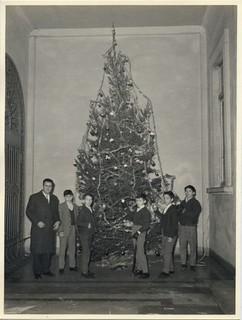 Natale 1965 con il direttore Pascalino                         ALBO ISRM 1965i_17