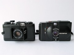 Size Comparison, Chinon Bellami versus Olympus XA (35mm Cameras) 023 (Chi Bellami) Tags: 35mm size cameras comparison olympusxa versus chinonbellami