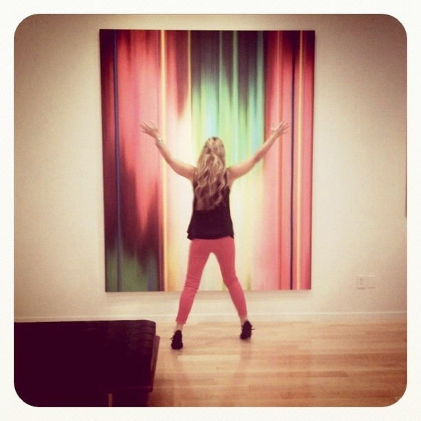My @jbrandjeans match the Tim Bavington painting in the gallery. Thanks @drollgirl for taking the photo.