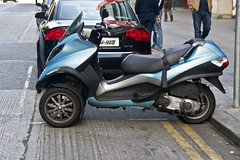 dublin scooter mp3 piaggio tilting threewheeled streetsofdublin infomatique